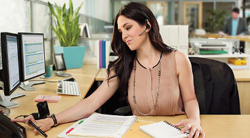 voyager-legend-cs-office-woman